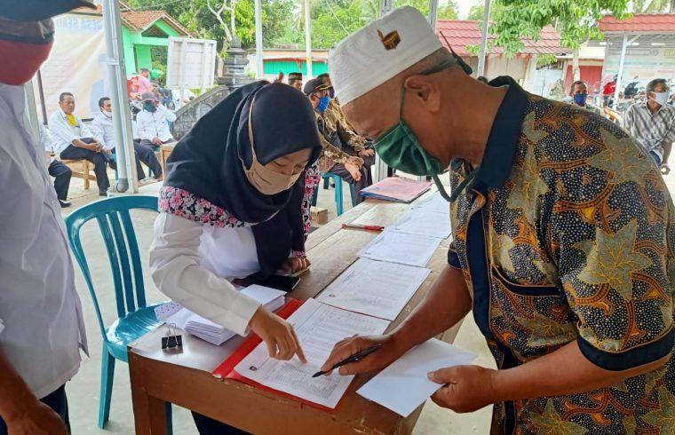 Penyerahan insentif Ketua RT/RW desa Semawung - Kecamatan ...
